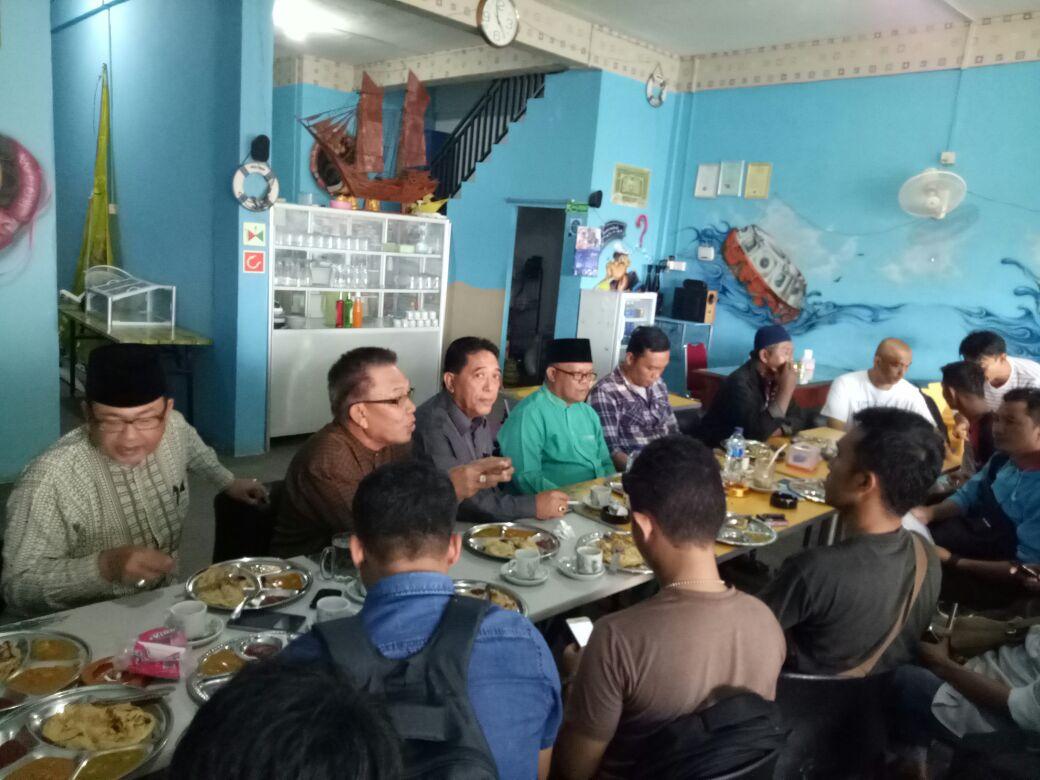 menyikapi lambannya pengisian jabatan Waki Gubernur (Wagub) Kepri, sejumlah tokoh dan organisasi masyarakat (Ormas) di Tanjungpinang, mengadakan pertemuan, Jumat (8/9), di kedai kopi Pelaut, Km 8 Atas Tanjungpinang.
