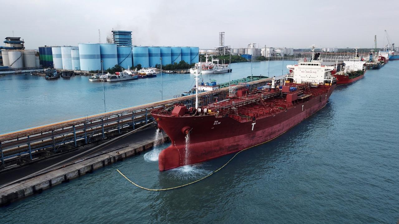 Tembus Pasar Baru, Pelindo 1 Dumai Ekspor Isotank Ke Port Klang Malaysia |  Seputar Kepri